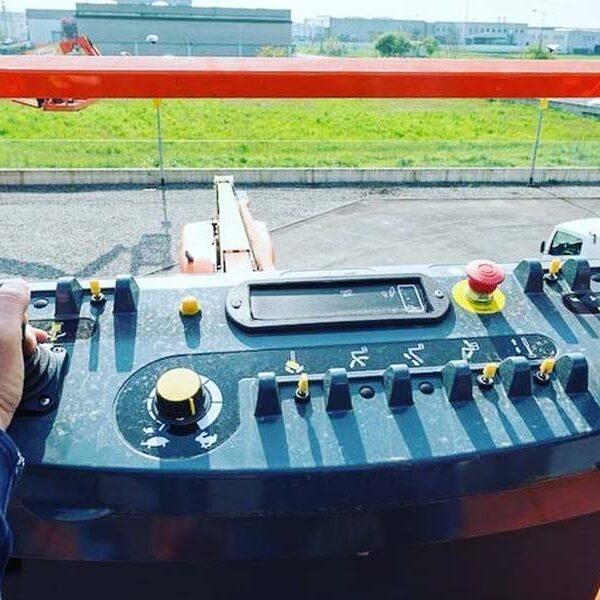 noleggio operatore truckmobil noleggio piattaforme aeree marche ascoli piceno fermo
